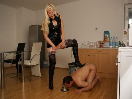 Milf Mistress Pissing